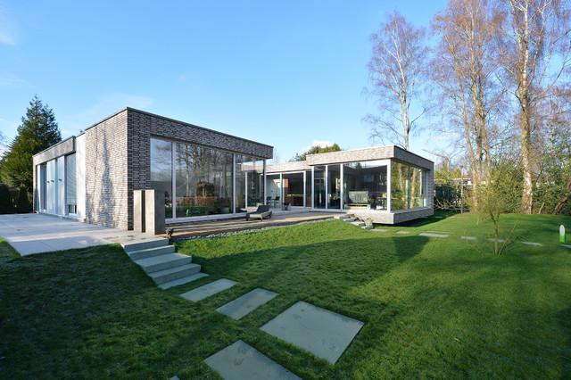 Das atriumhaus modern landscape other metro by for Architekten bungalow modern