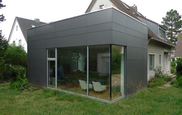 Der anbau ist schlicht elegant und wartungsfrei modern for Haus anbau modern