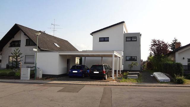 Einfamilienhaus in kirkel for Moderne fassade einfamilienhaus