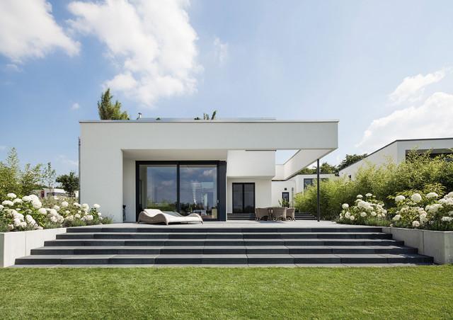einfamilienhaus marina bortfeld minimalistisch h user hannover von planungsb ro wehmeyer. Black Bedroom Furniture Sets. Home Design Ideas