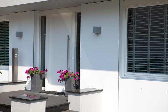 Eingangsbereich haust r modern haus fassade for Eingangsbereich haus modern