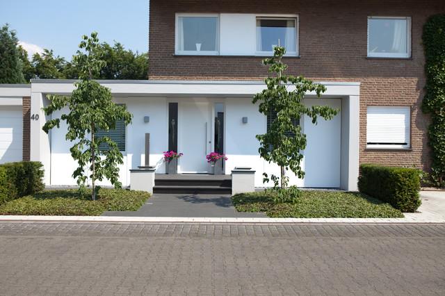 Eingangsbereich, Vorgarten, Fassade  Modern  Haus