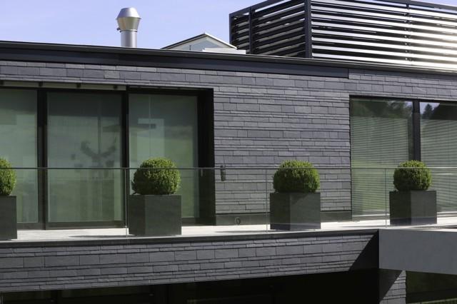 extravagante schieferfassade in dynamischer deckung modern haus fassade sonstige von. Black Bedroom Furniture Sets. Home Design Ideas