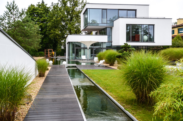 Gart zwei design gartenhaus for Moderner gartenteich eckig
