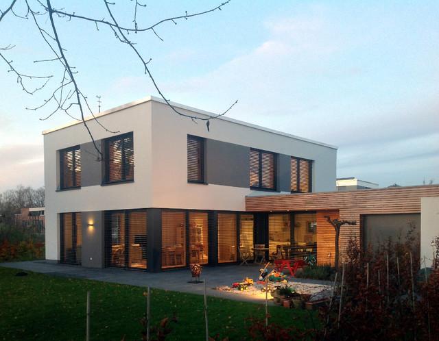 Garten in der d mmerung minimalistisch haus fassade for Haus minimalistisch