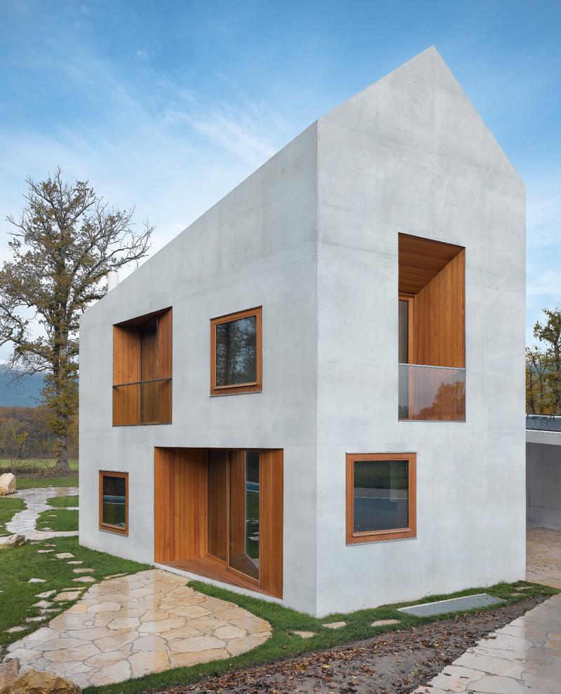Kleines, Zweistöckiges, Graues Modernes Haus mit Betonfassade in München