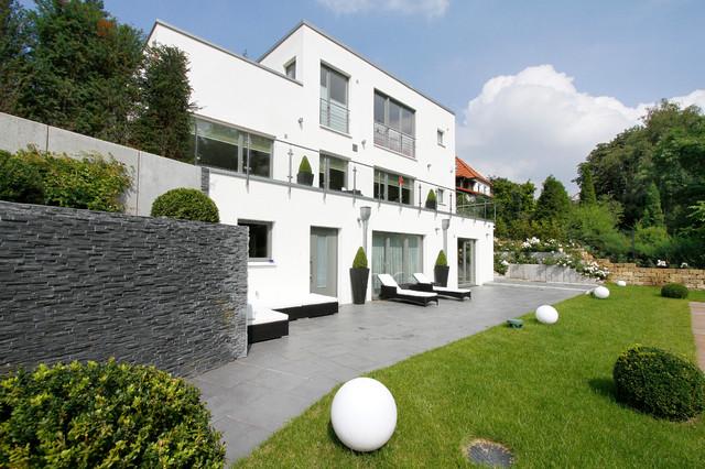 haus am hang moderno facciata amburgo di architekt vsm. Black Bedroom Furniture Sets. Home Design Ideas