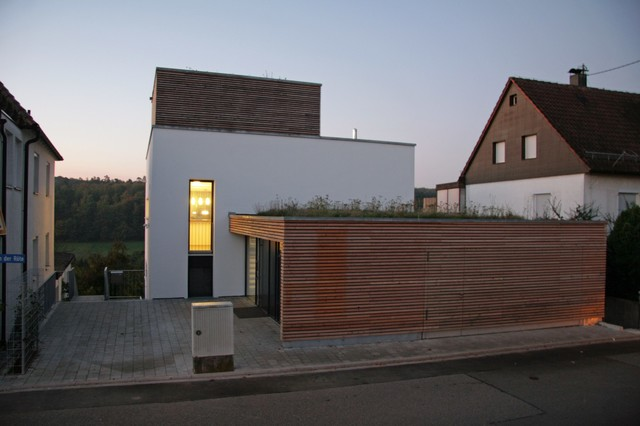 Haus am hang for Modernes haus hang