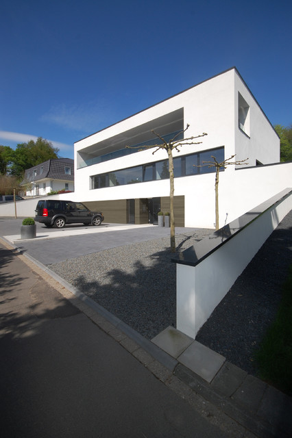 Haus am hang siegburg for Modernes haus am hang