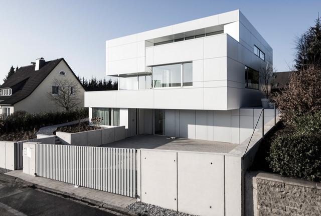 Haus am hang modern haus fassade d sseldorf von for Modernes haus hang
