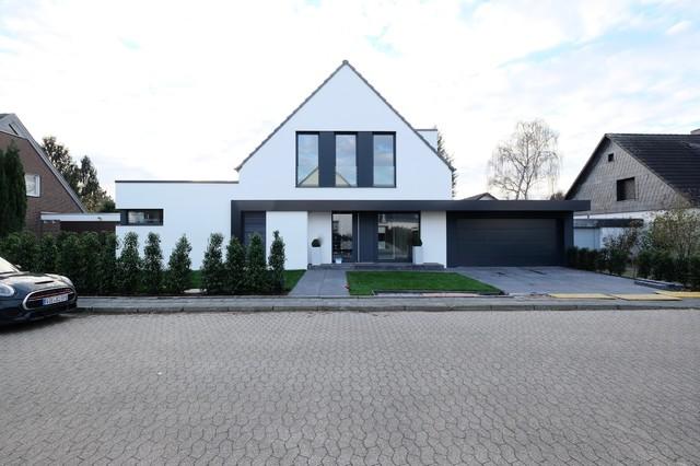Haus gun minimalistisch haus fassade d sseldorf for Haus minimalistisch