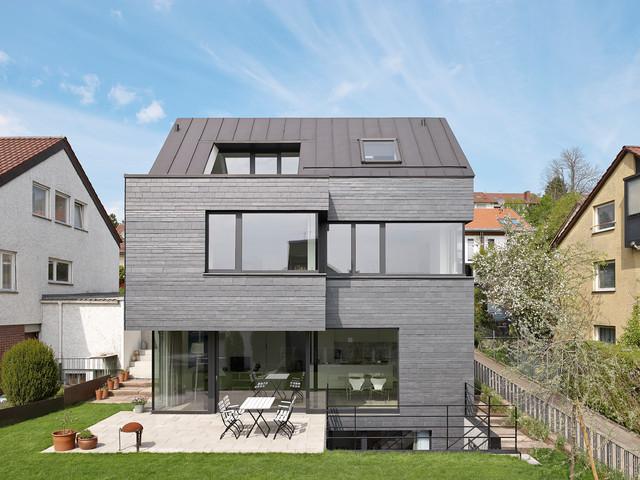 Haus resch modern haus fassade stuttgart von for Haus walmdach modern
