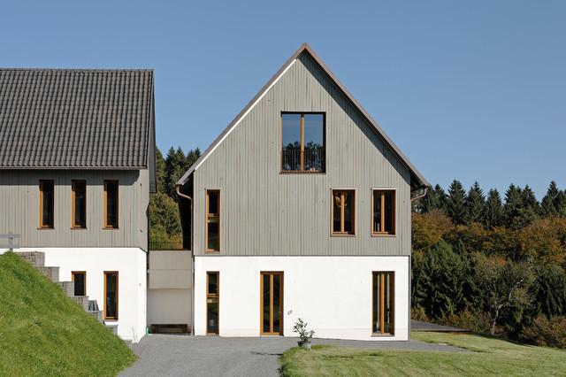 Braune Kunststofffenster lehmhaus farmhouse exterior cologne