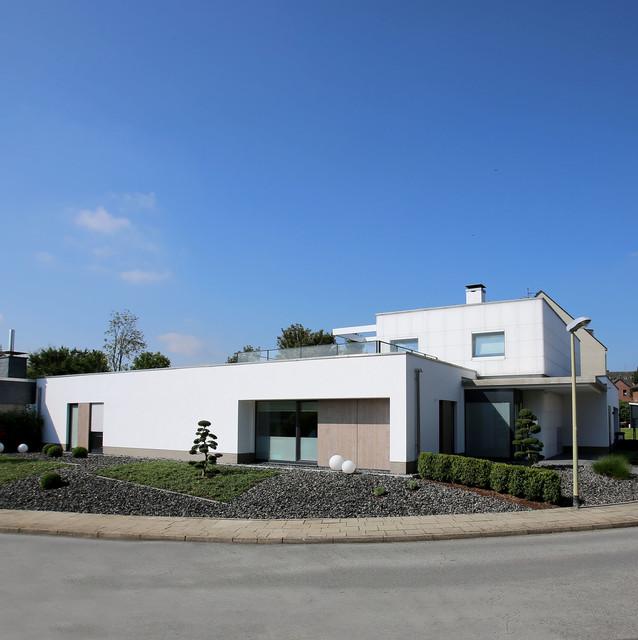 Neubau Einfamilienhaus Flachdach: Leuchtender Diamant Neubau Einfamilienhaus