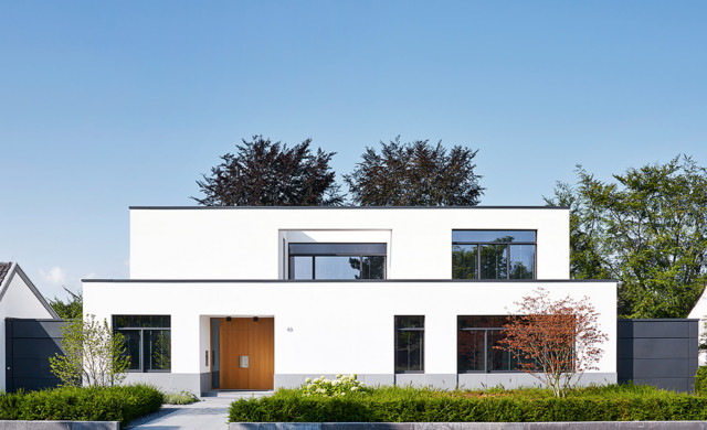 Mid-sized minimalist white two-story flat roof photo in Dusseldorf