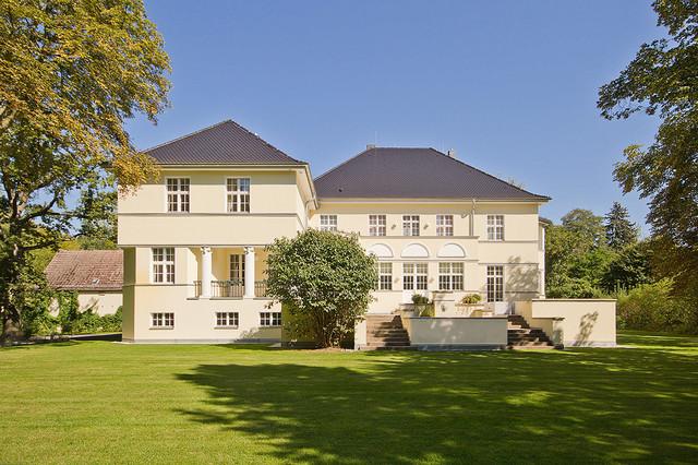 Mischung aus modern und landhaus in brandenburg modern for Haus landhausstil modern