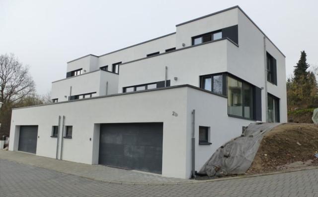 moderne doppelhaush lfte mit dachgarten und flachdach. Black Bedroom Furniture Sets. Home Design Ideas