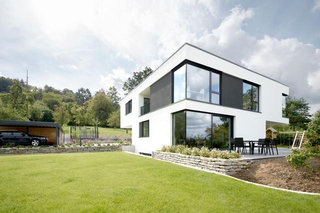 Modernes haus mit terrasse und garten modern h user for Modernes haus terrasse