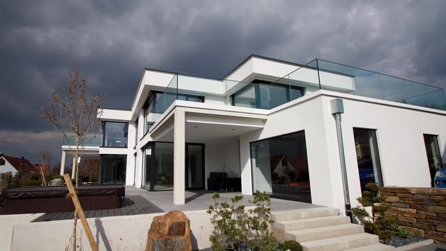 Moderne häuser neubau  Neubau moderne Flachdachvilla in Weißenburg - Modern - Häuser ...