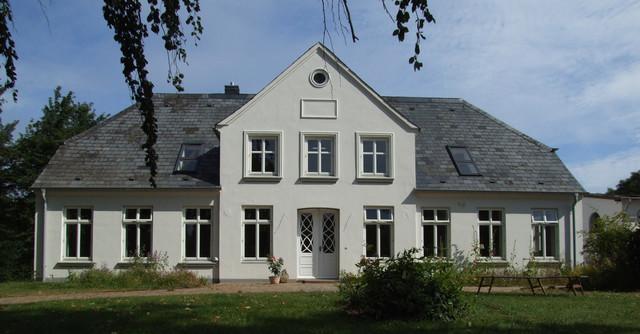 Landhaus modern fassade  Ökologische Sanierung Landhaus Geltinger Bucht