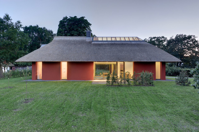 offenes und gro z giges hofhaus mit kastanienbaum modern h user berlin von m hring. Black Bedroom Furniture Sets. Home Design Ideas