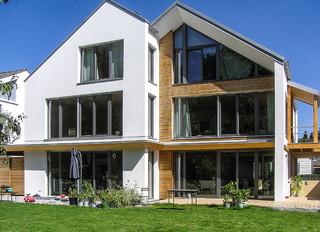 passiv doppelhaus in m nchen klassisch modern h user. Black Bedroom Furniture Sets. Home Design Ideas