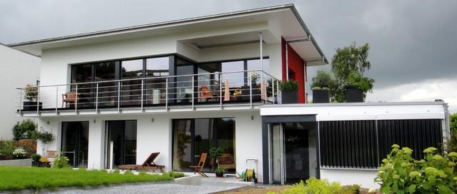 Passivhaus modern  Passivhaus mit großzügiger Verglasung.