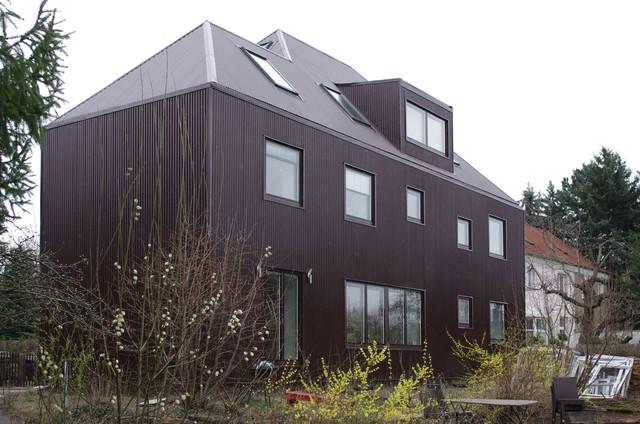 umbau zweifamilienhaus modern haus fassade other metro von denkenbauenwohnen. Black Bedroom Furniture Sets. Home Design Ideas