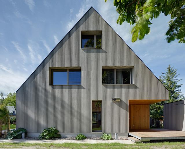 Verandahaus mit boddenblick modern haus fassade for Haus mit satteldach moderne architektur