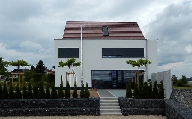 Wohnhaus k in h nfeld kirchhasel modern haus fassade for Satteldach modern