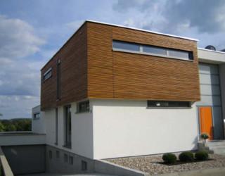 wohnhaus mit holzfassade. Black Bedroom Furniture Sets. Home Design Ideas