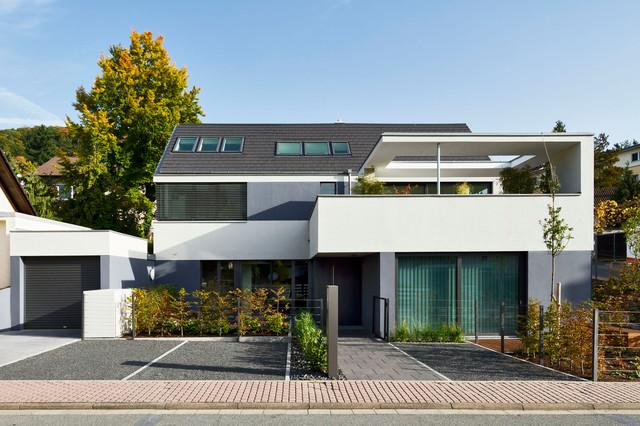 Wohnhaus mit praxis modern haus fassade frankfurt for Wohnhaus modern