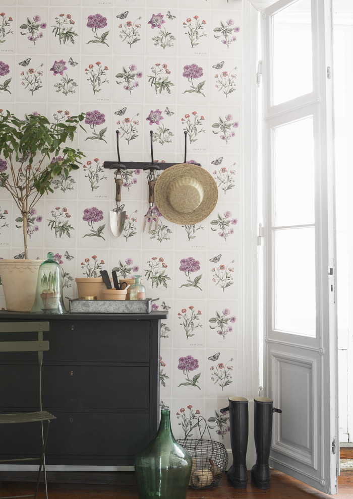 Inspiration for a shabby-chic style hallway remodel in Gothenburg