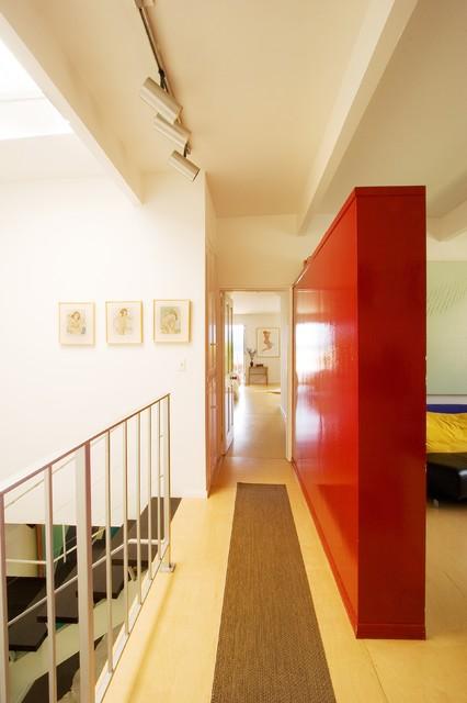 918 contemporary-hall