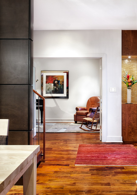 A House With Zip! contemporary-hall