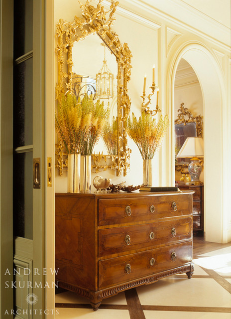 A Townhouse traditional-hall
