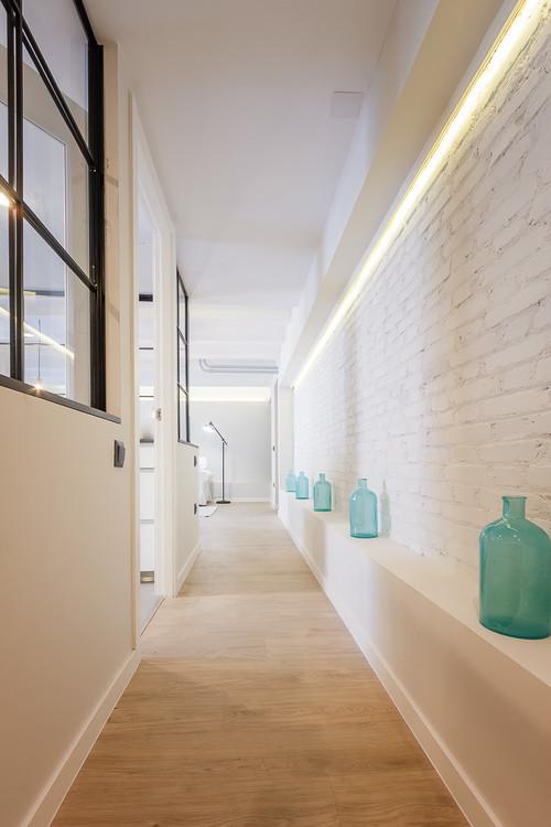 decorar un pasillo con iluminación