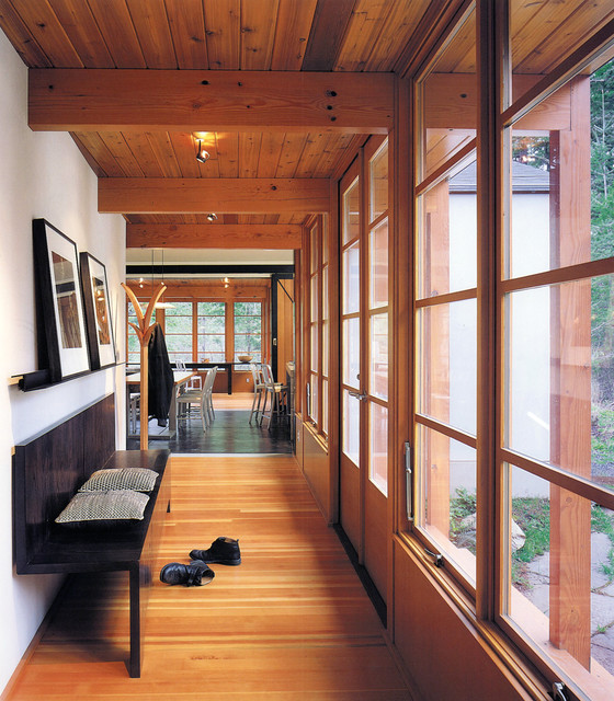 Buchter Retreat modern hall