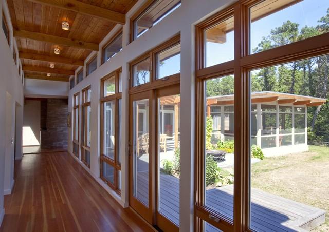 Cape Cod Modern House Addition, Wellfleet midcentury-hall