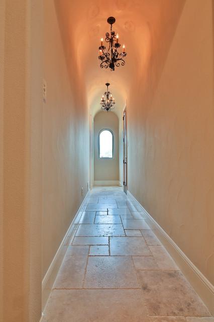 Example of a classic hallway design in Dallas