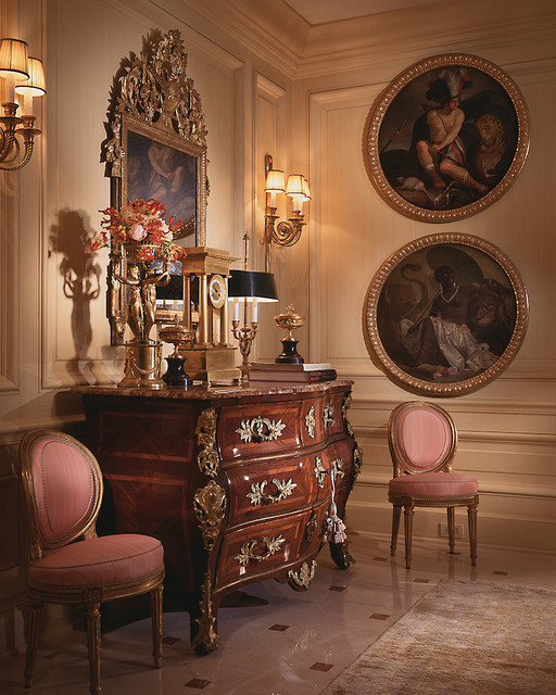 ... French 18th century bedroom. JULIA BOSTON ANTIQUES DEALER DECORATING  WITH ANTIQUES AND OLD
