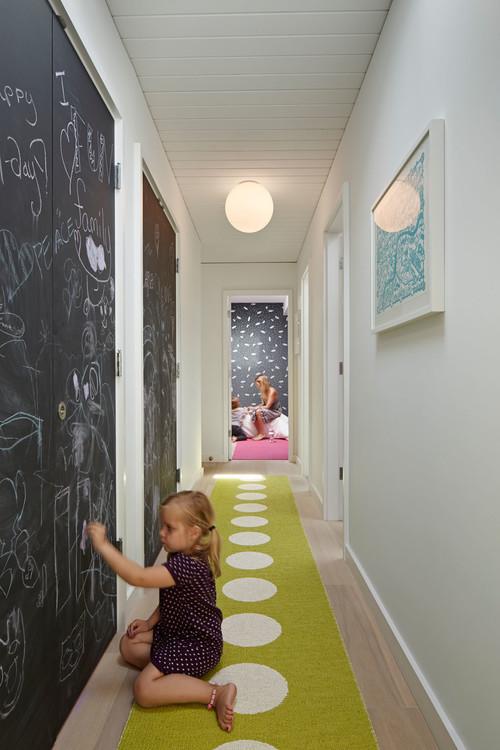 Déco couloir : Que faire dans les espaces sombres et étroits ?