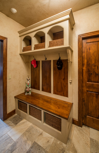 Rustic mudroom pictures to pin on pinterest pinsdaddy for Rustic mudroom ideas