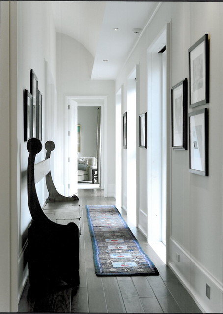 Hallway contemporary hall chicago by semelsnow - Como decorar un pasillo ...