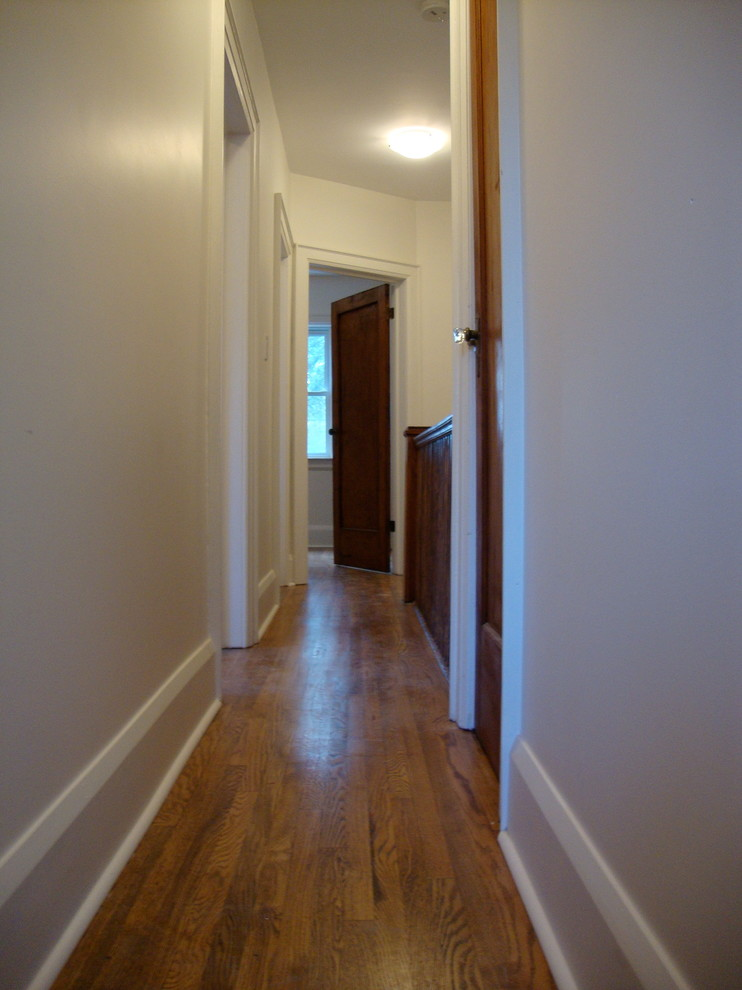 Example of a classic hallway design in Toronto