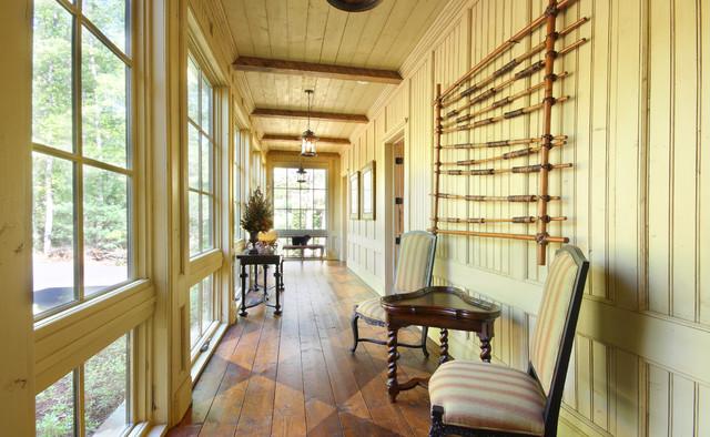 Lake Chatuge Fishing Lodge rustic-hall