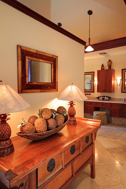 Hallway - tropical hallway idea in Hawaii