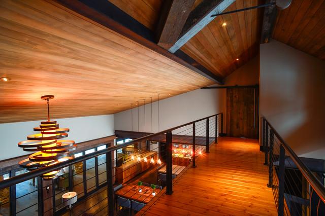 Orego Ranch rustic-hall