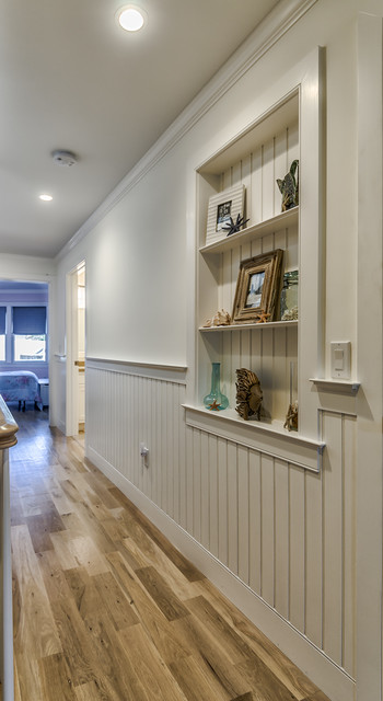 Recessed wainscoting wall niche - Traditional - Hall ...