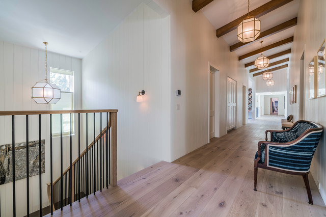 Example of a transitional hallway design in Los Angeles